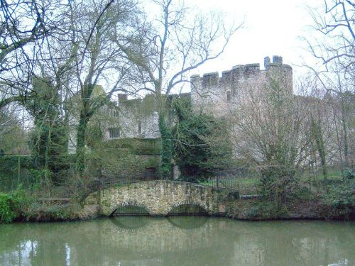 Photo of Allington Castle from Wikipedia